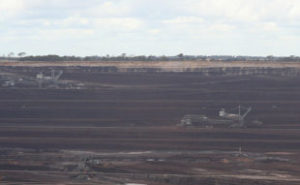 Loy_Yang_open_cut_brown_coal_mine_and_dredgers
